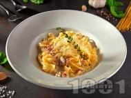 Талиатели (фетучини) със сос Карбонара с яйца, бекон, сирене пармезан и сметана